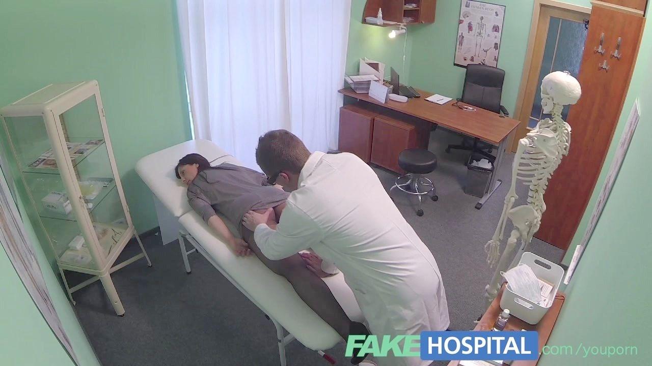 bedroom sleeps mom when son fucking