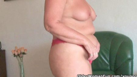 Aunty Provides Her Squirt