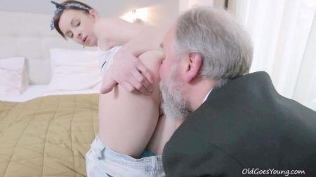 Romantic Fuck For Pregnant Teen