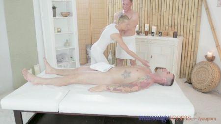 Desi Tamil Wife Round Boobs Pressing -