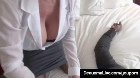 Sexy Girl Remove Hre Clothes