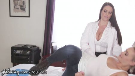 Aunty Sex On Bed
