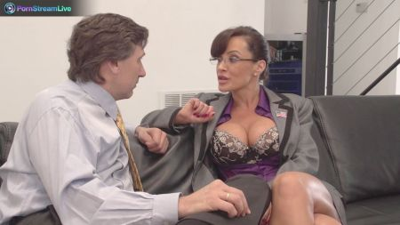 Stripper Fucks Many Pussie
