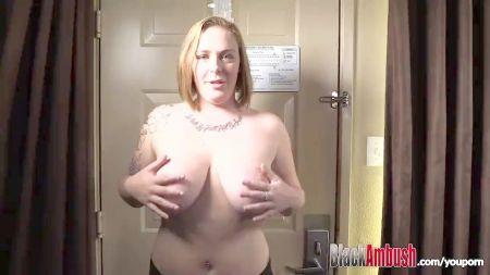 Public Butt In Upskirt