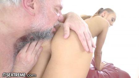 Kapda Kholte Hue Sexy Video