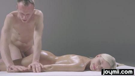 Big Tits Sexy Girl Fucking In Gym