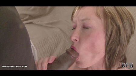 Mom And Son In Bed Room In Hindi
