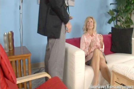Hot Girls Fucking Porn: Sexy Sexy Babe Fucks And Sucks